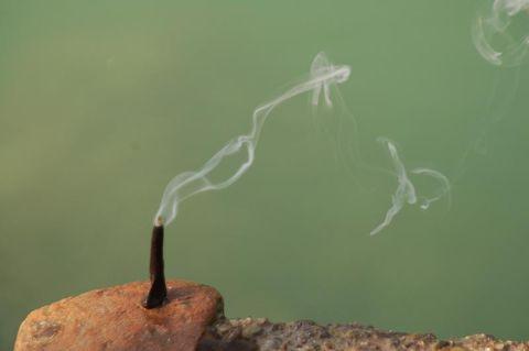 Füstölő a Gangeszparton